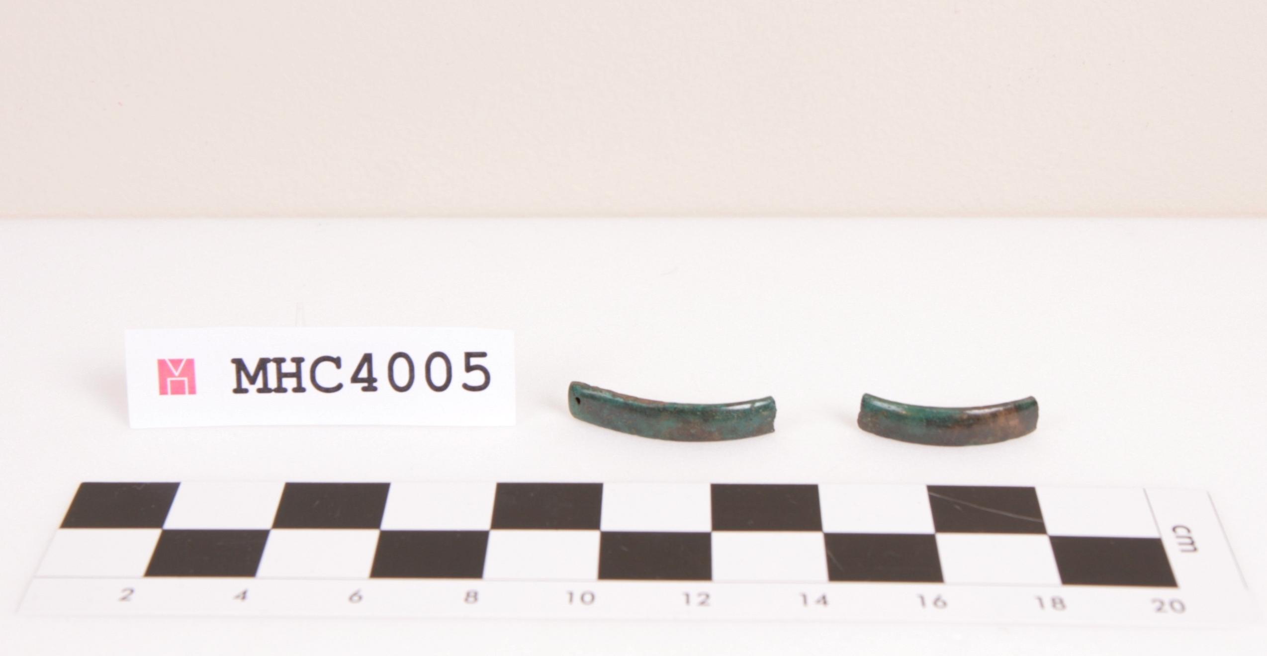 Fragment d'un braçalet de secció plano-convexa