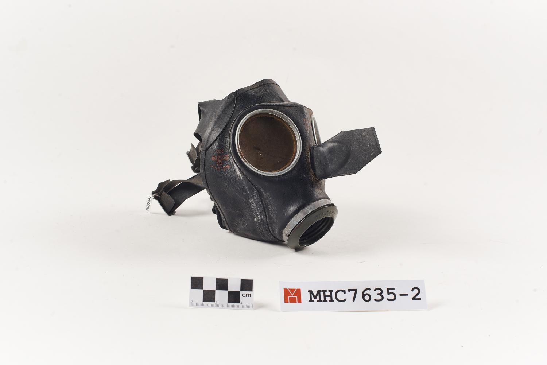 Màscara antigàs alemana Model VM40, model per a dones