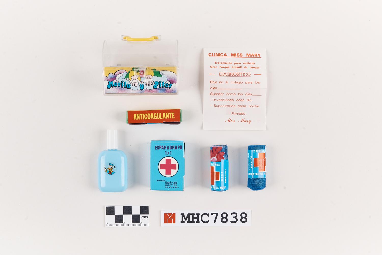 "Farmaciola en miniatura ""Clínica miss Mary"""